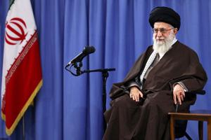 قائد الثورة: حرب العدو الحقيقية ضد ايران تتمثل بالحربين الثقافية والاقتصادية