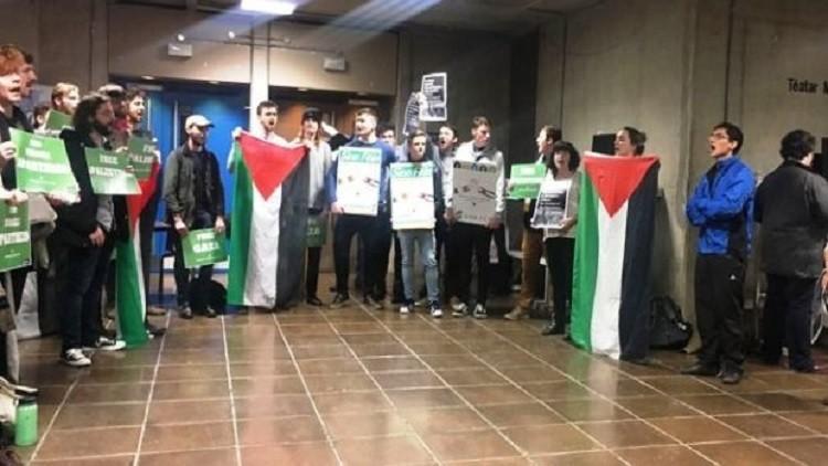 طلاب آيرلنديون يجبرون جامعتهم على إلغاء محاضرة للسفير الإسرائيلي