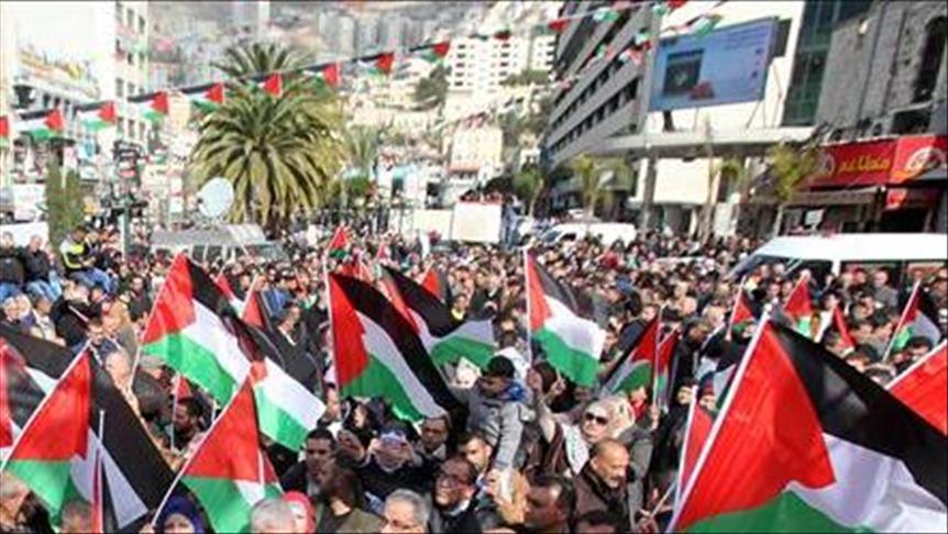 وقفة في غزة احتجاجاً على إعادة حكم المؤبد لأقدم معتقل فلسطيني