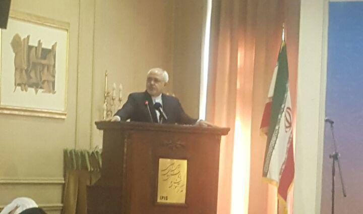 ظريف: مدينون لدماء الشهداء والمضحين لان ماننعم به حاليا من الأمن والسلام تحقق بفضلهم
