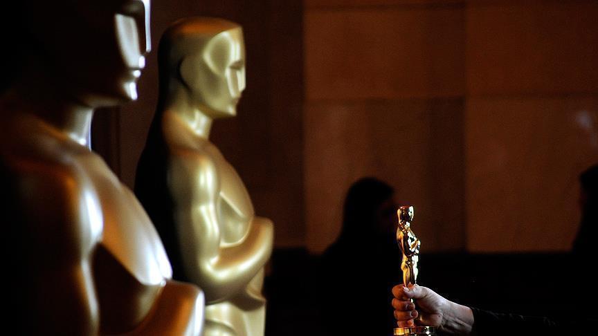للمرة الأولي : مسلم أمريكي يفوز بأوسكار والجائزة الكبري لفيلم