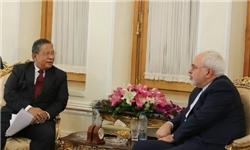 ظريف يؤكد على تطوير العلاقات الاقتصادية مع اندونيسيا