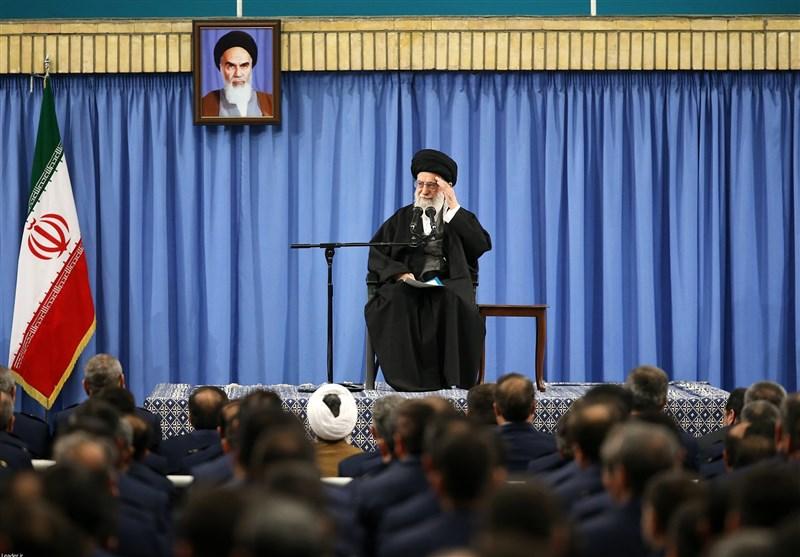 الإمام الخامنئي: الشعب الايراني لا يهاب تهديدات ترامب وسيردّ عليها