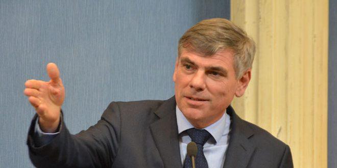 البرلماني البلجيكي فيليب دوفينتر: الشعب السوري هو ضحية العقوبات والمقاطعة الأوروبية