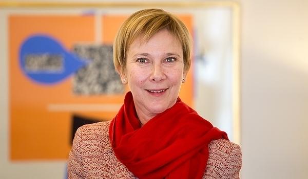 سفيرة السويد بطهران: نسعى لحل مشكلة تزود الطائرات الايرانية بالوقود