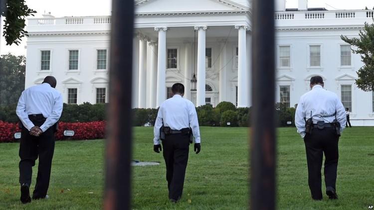 إلقاء القبض على رجل حاول التسلل إلى البيت الأبيض