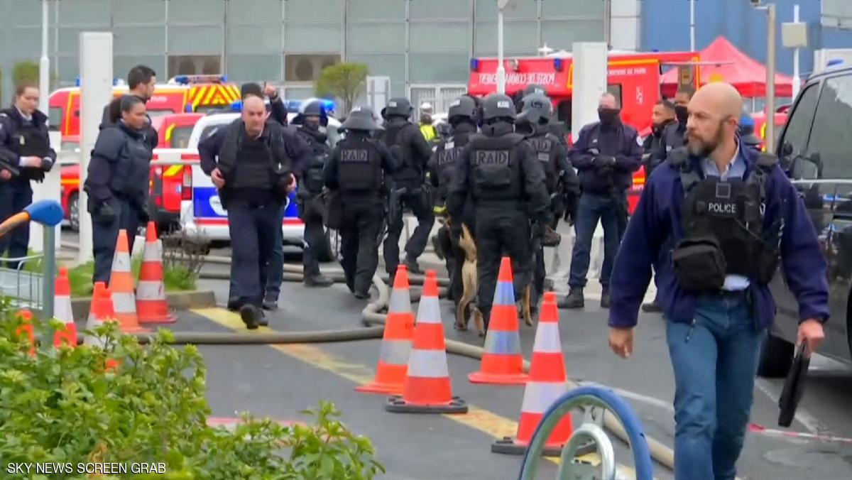 مقتل شخص انتزع سلاحا من رجل أمن بمطار أورلي بباريس