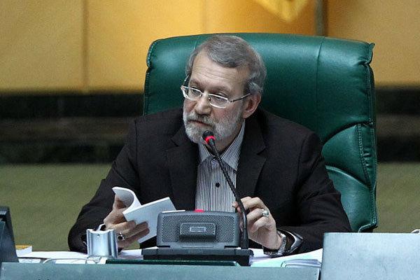 لاريجاني يقدم برنامج الخطة التنموية الايرانية السادسة للرئيس روحاني