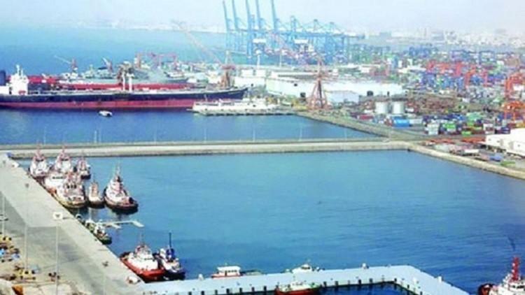 إيقاف الملاحة البحرية في ميناء جدة