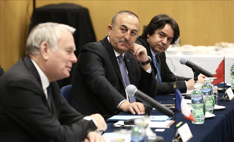 وزير الخارجية التركي يبحث مع نظيره الفرنسي التطورات في سوريا