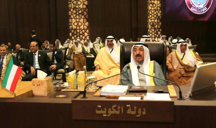 أمير الكويت يدعو إلى استمرار الحوار مع إيران