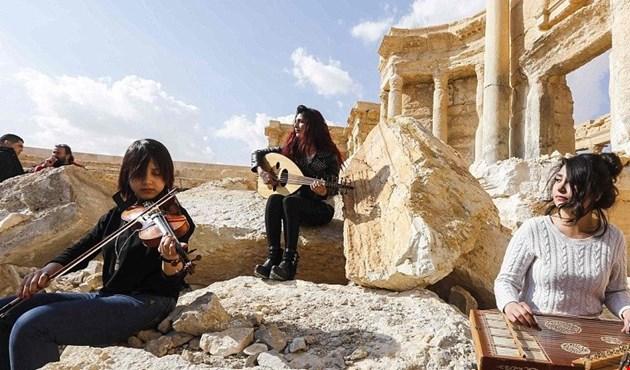 في تدمر نور الموسيقى أقوى من ظلام داعش