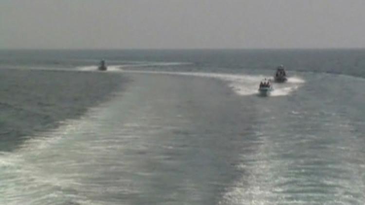زوارق إيرانية تجبر سفينة أميركية على تغيير مسارها بمضيق هرمز