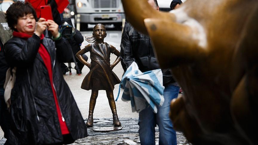 بمناسبة يوم المرأة.. تمثال