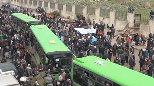 استكمالاً لاتفاق المصالحة.. الدفعة الثالثة من المسلحين وعائلاتهم تخرج من حي الوعر في حمص