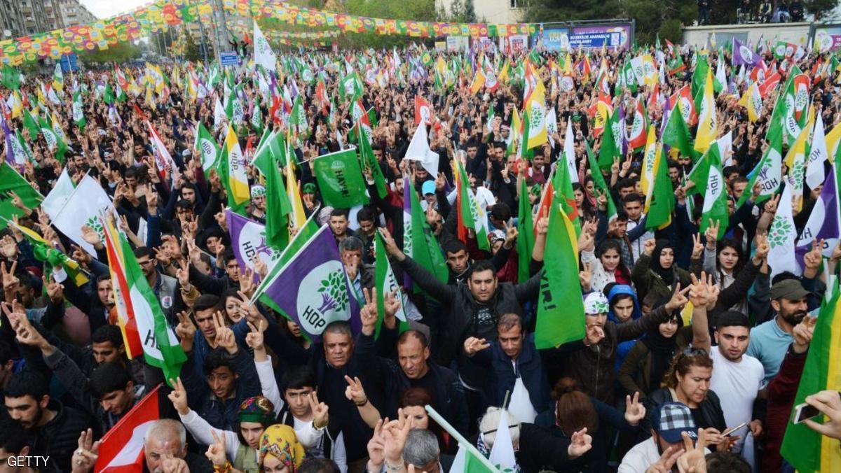 قتيلان باشتباكات بين مؤيدي ومعارضي الاستفتاء في تركيا