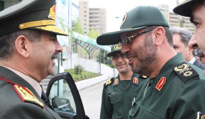 وزيرا الدفاع الايراني و الاذربيجاني يؤكدان علي تعزيز التعاون الدفاعي المشترك
