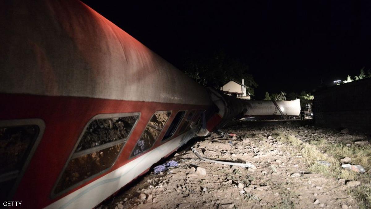 قتلى في حادثة خروج قطار ركاب عن القضبان في اليونان