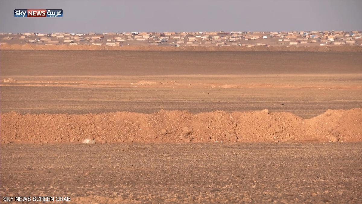 قتلى بانفجار سيارتين بمخيم للنازحين قرب الحدود الأردنية