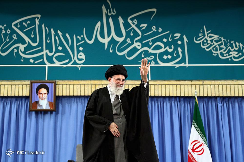 قائد الثورة الاسلامية يستقبل حشدا من مختلف شرائح الشعب