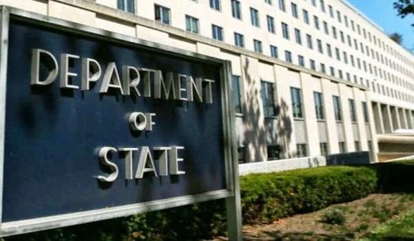 إدارة ترامب تمدد تخفيف الحظر على إيران بموجب اتفاق تعارضه