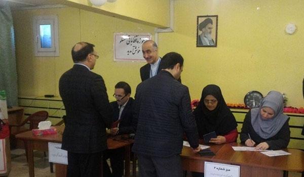 الايرانيون المقيمون في روسيا يشاركون في الانتخابات الرئاسية