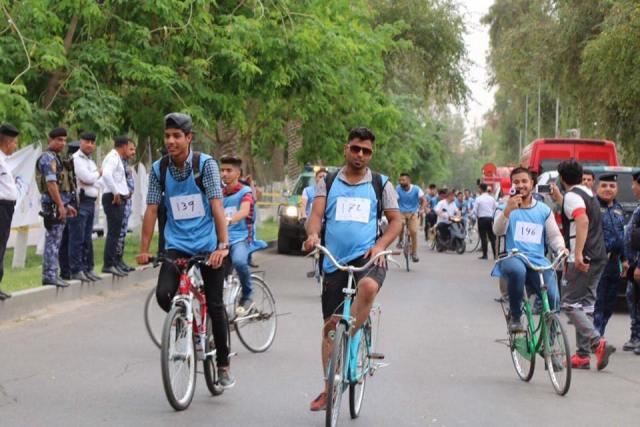 بالصور: بغداديون وبغداديات على الدراجات