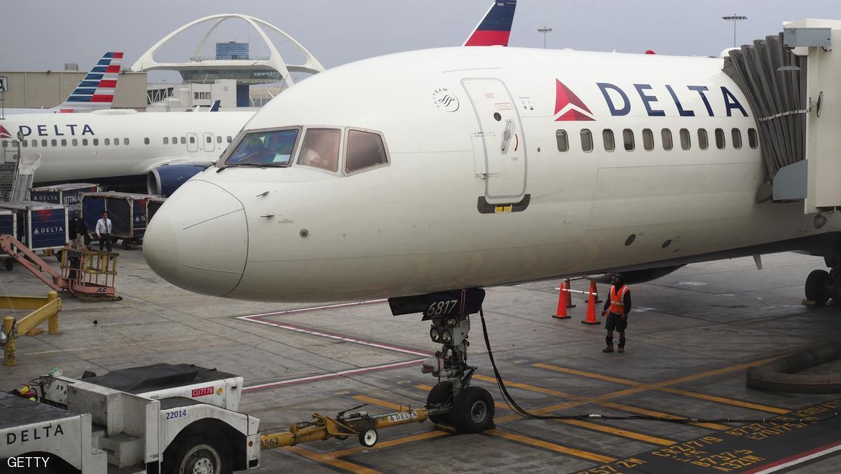 إصابة 8 في اصطدام طائرة بشاحنة بمطار لوس أنجليس