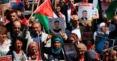 قيادة إضراب الأسرى الفلسطينيين تصعد وتتوقف عن شرب الماء والملح
