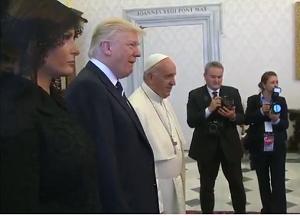 البابا فرنسيس يستقبل الرئيس الاميركي في الفاتيكان