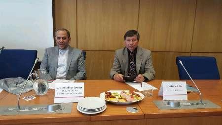 ايران والتشيك تبحثان سبل تطوير التعاون العلمي والتقني والصناعي