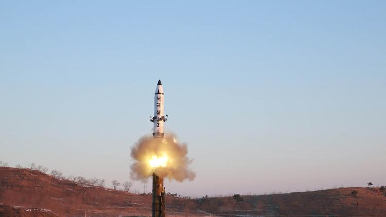 كوريا الشمالية تجري تجربة صاروخية جديدة