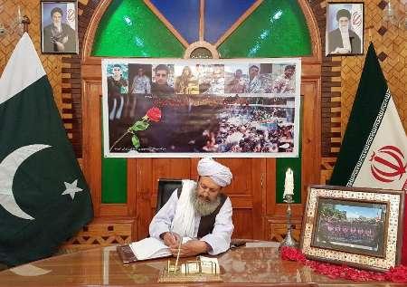 مسؤولون باكستانيون يوقعون علي سجل التعازي اثر استشهاد عدد من قوات الحرس الحدودي