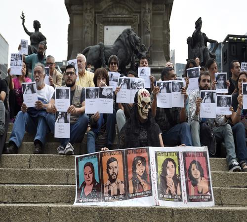 بالصور.. صحفيو المكسيك يتظاهرون بعد مقتل زميلهم برصاص الشرطة