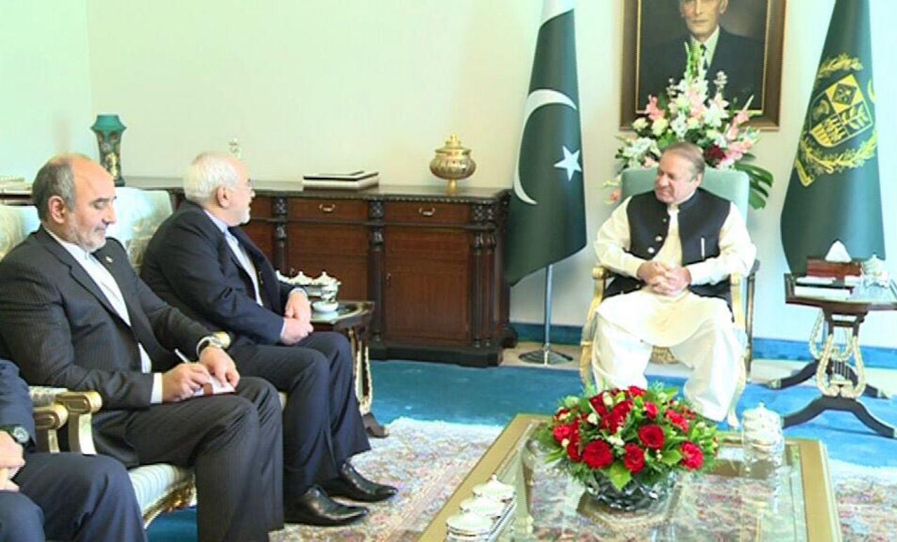 ظريف يلتقي رئيس وزراء باكستان