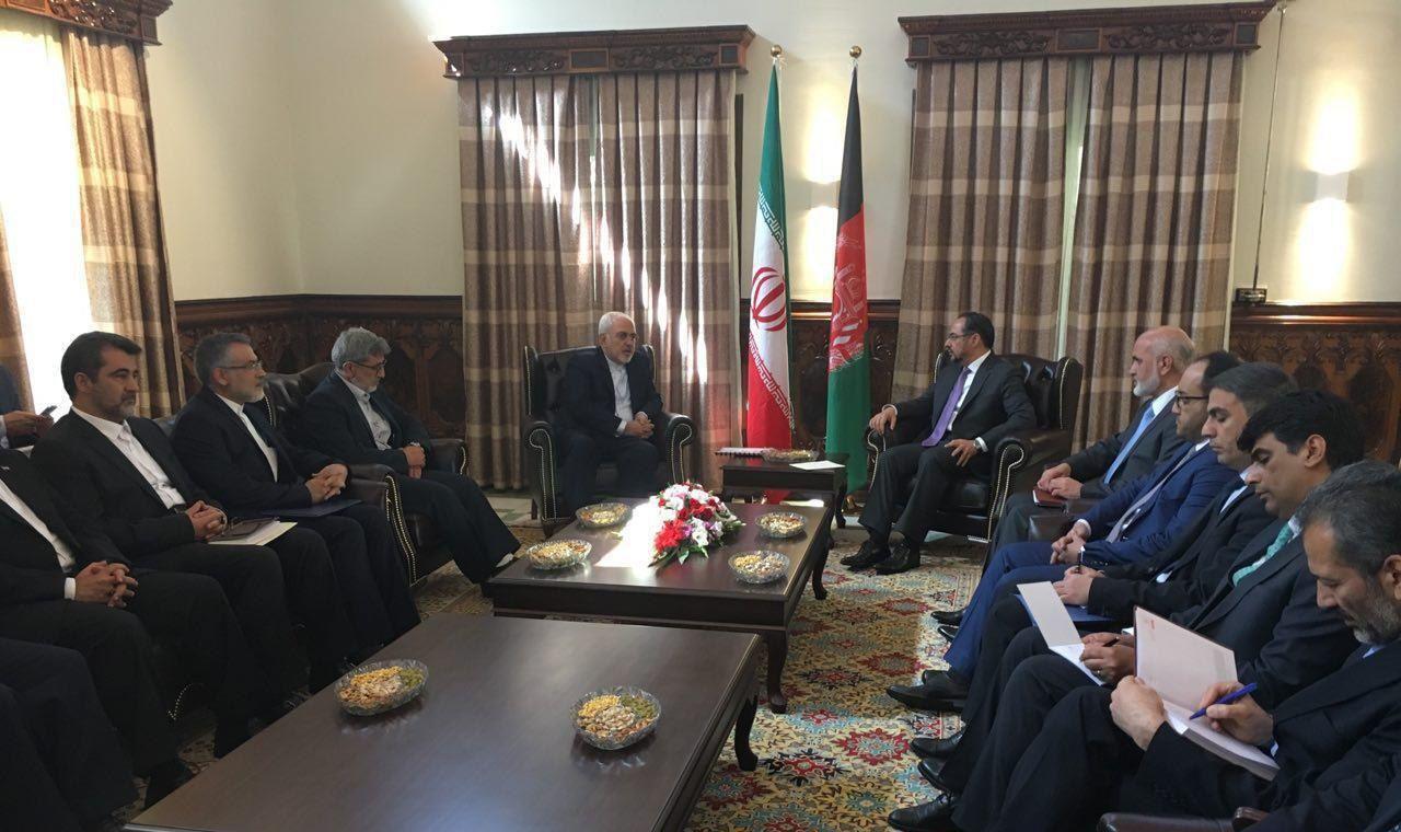 وزيرا خارجية ايران وافغانستان يبحثان تعزيز العلاقات