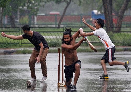 بالصور.. سيول وانهيارات أرضية تضرب شمال شرق الهند