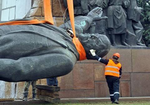 أوكرانيا تزيل لينين… نهائيًا