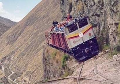 لن تصدق أن القطار يمر من هنا!!+ الفیدیو