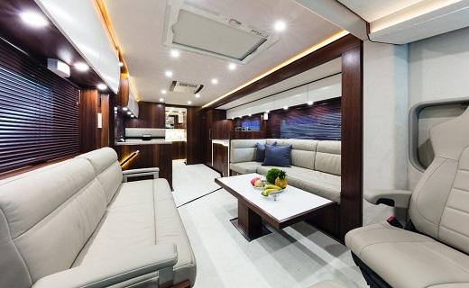 بالصور.. حافلة مرسيدس الجديدة