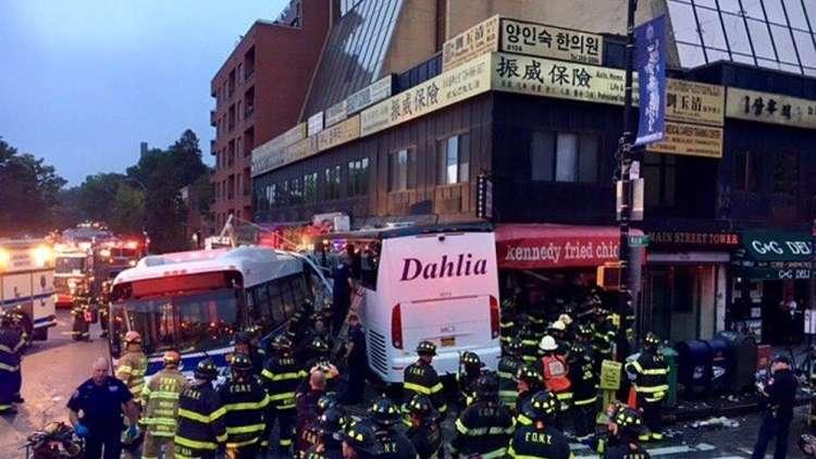قتلى وجرحى باصطدام حافلتي نقل في نيويورك + صور