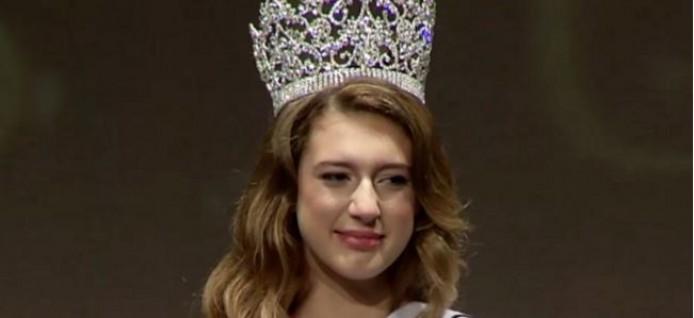 بالصور: بعد يوم من تتويجها.. تجريد ملكة جمال تركيا من اللقب بسبب تغريدة فاضحة في تويتر
