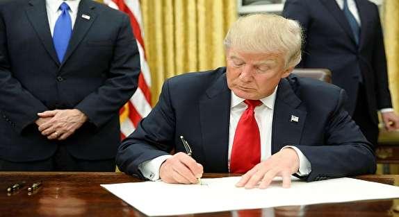 ترامب يمدد تجمید الحظر ويفرض عقوبات على شركات وشخصيات إيرانية