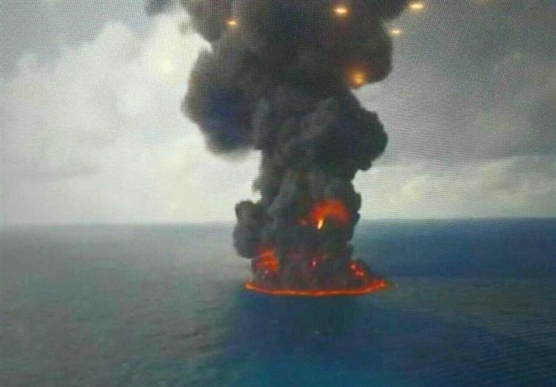 ناقلة النفط الايرانية تغرق بالكامل