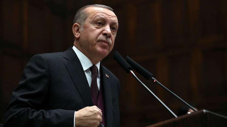 أردوغان يصل إلى الحدود مع سوريا لتفقد قواته
