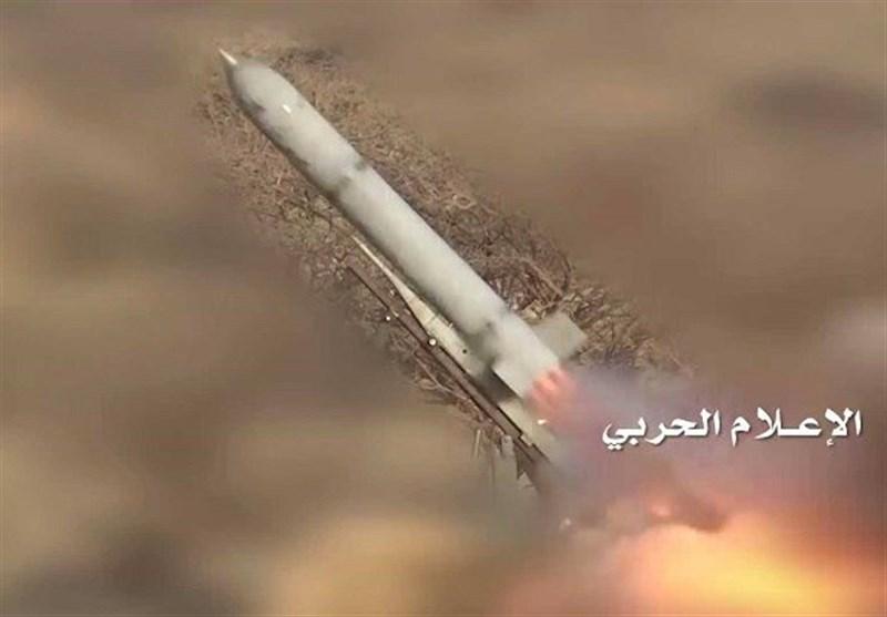إطلاق صاروخ زلزال 2 على موقع لجنود العدوان السعودي في جيزان