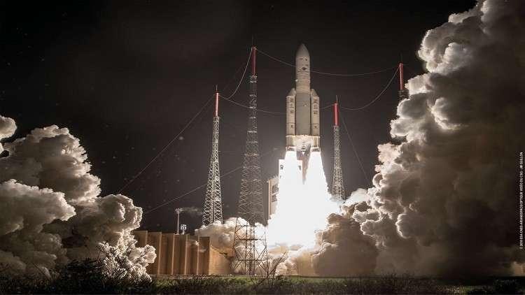 الإمارات تطلق أول قمر اصطناعي بقدرات دفع إلكترونية هجينة