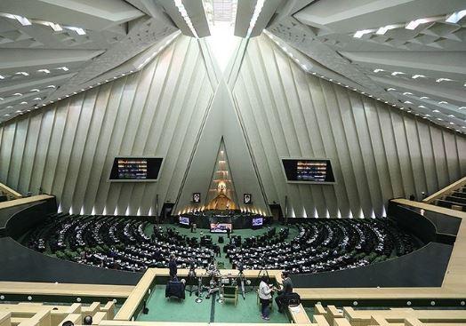 البرلمان الايراني يبدأ مناقشة مشروع موازنة السنة المالية الجديدة