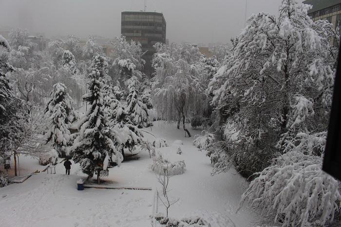 الثلوج تتسبب فی اغلاق الطرق والمطارات فی طهران والعدید من المدن