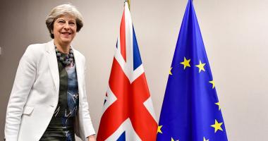 رئيسة وزراء بريطانيا ردا على منتقديها: لست انهزامية وسأكمل المهمة